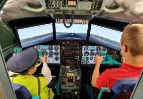 Авиаторы. Экскурсия в авиацентр с полетом в настоящей кабине самолета (пешеходная)